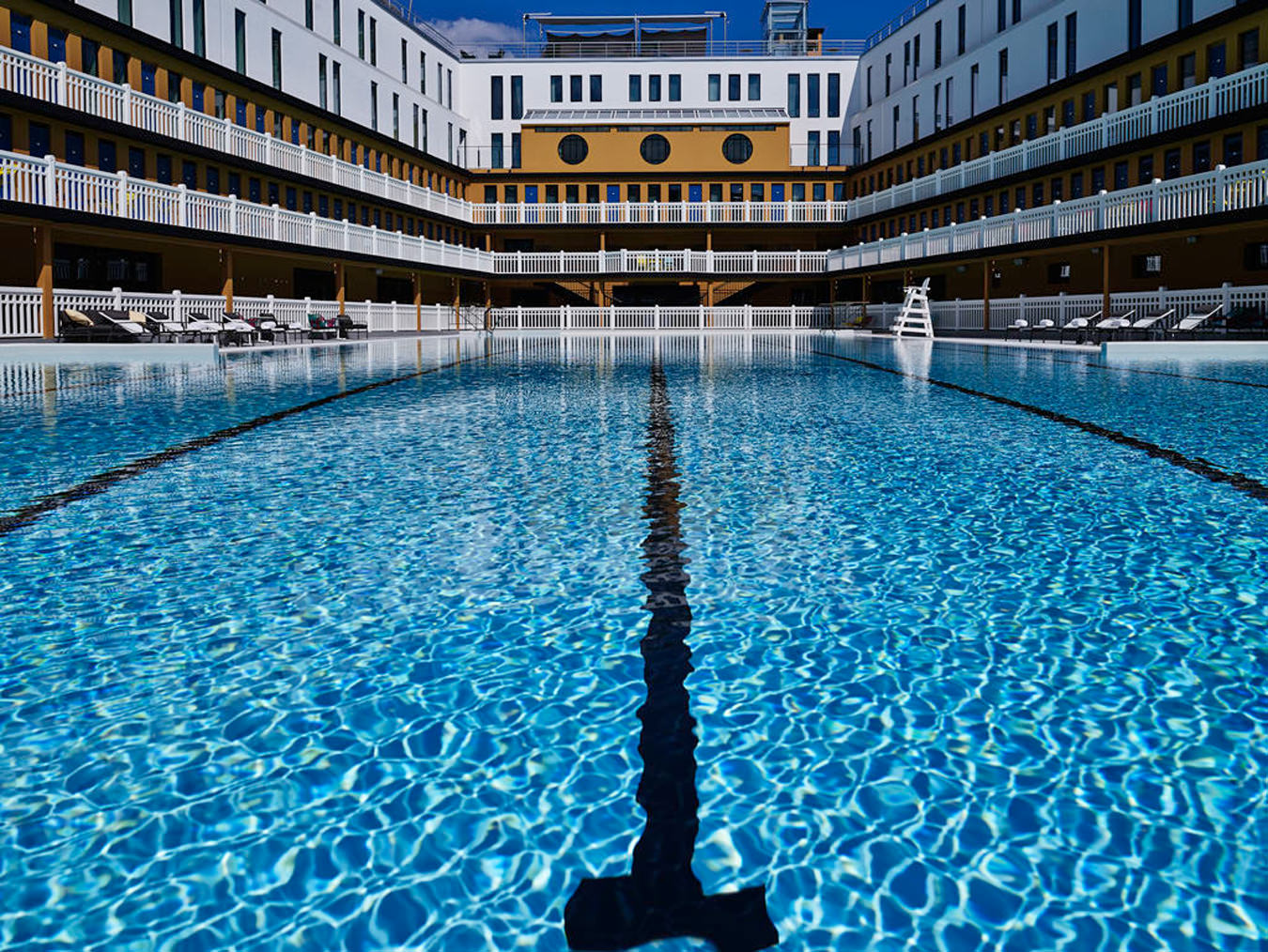 Hotel molitor nuvo for Piscine interieure