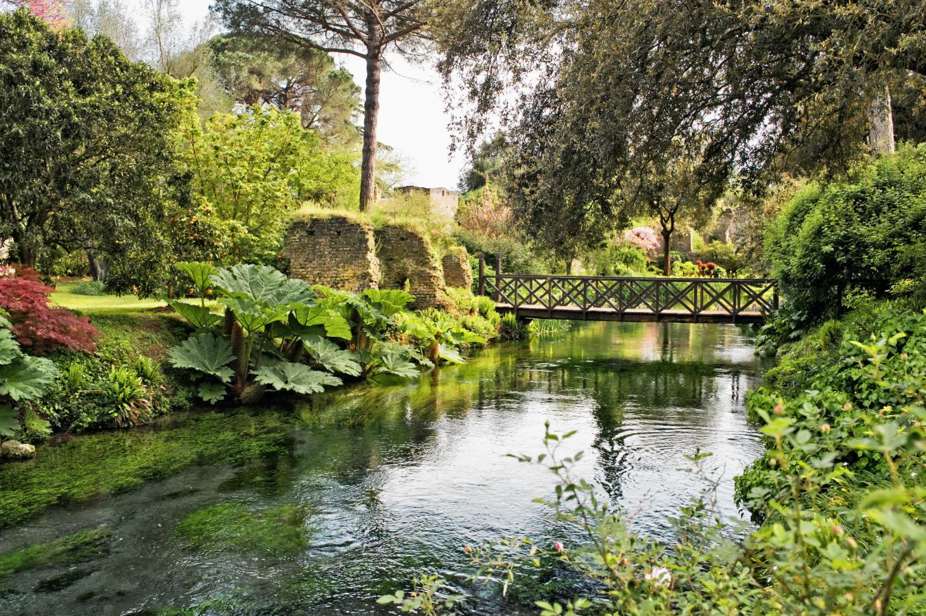 The garden of ninfa nuvo for Garden giardini
