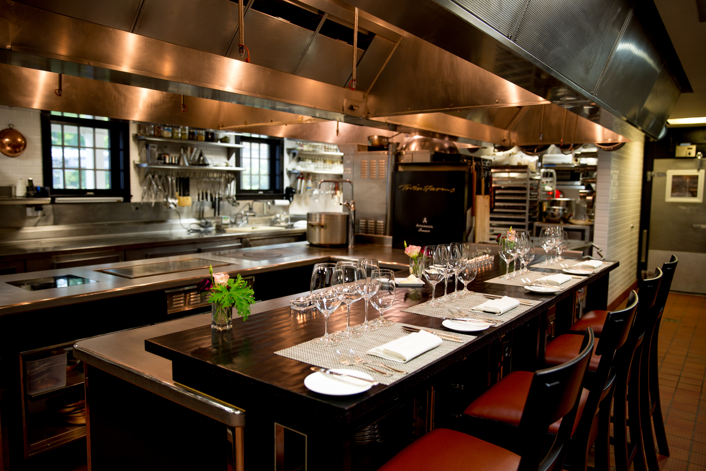 Luxury hotel cooking classes nuvo for Show kitchen design